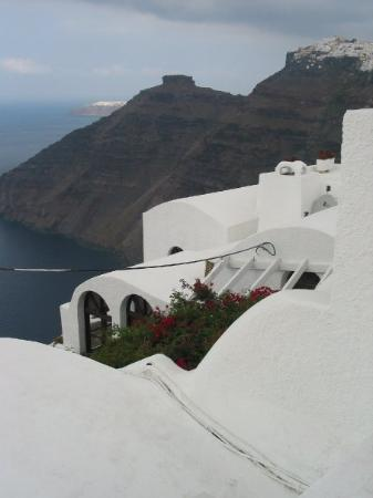 ฟิร่า, กรีซ: Fira, looking towards Oia, Santorini, Greece (Oct 06).