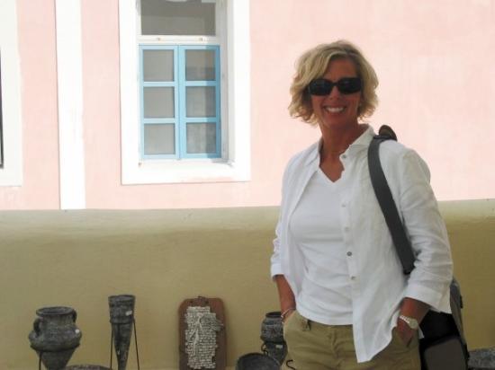 ฟิร่า, กรีซ: This is a beautiful shot of Sherry, in Fira, Santorini,Greece (Oct 13 06).