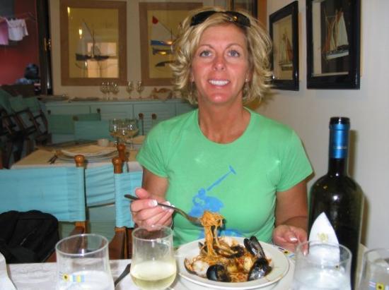 Monterosso al Mare (เมืองมอนเตรอสโซ อัล มาเร), อิตาลี: Lunch in Monterosso, Cinque Terre, Italy (Oct 06).