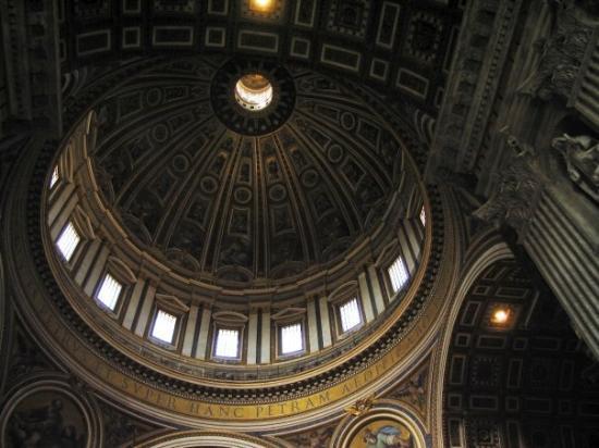 นครวาติกัน, อิตาลี: Inside St Peter's Basilica, Vatican City (Oct 9 06).