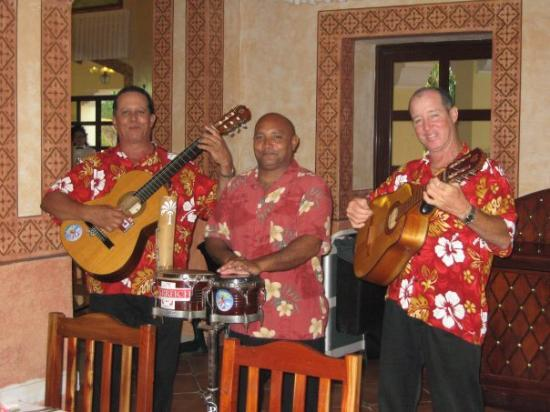 บาราเดโร, คิวบา: These guys were great! Iberostar Playa Alameda, Varadero, Cuba (Sep 08).