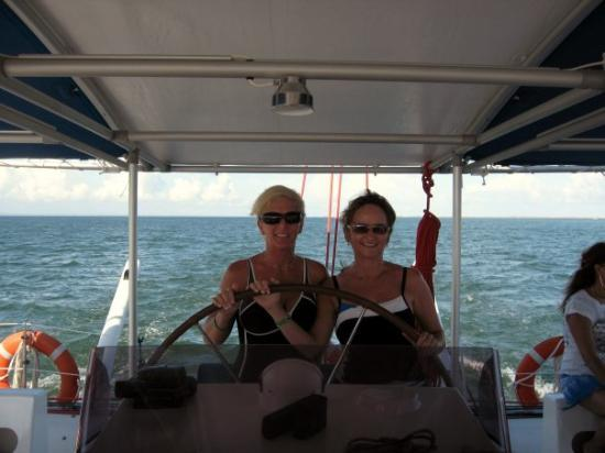 บาราเดโร, คิวบา: Sherry and Shirley take a turn at the wheel of the catamaran. Varadero, Cuba (Sep 08).