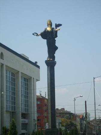 โซเฟีย, บัลแกเรีย: Sofia Statue