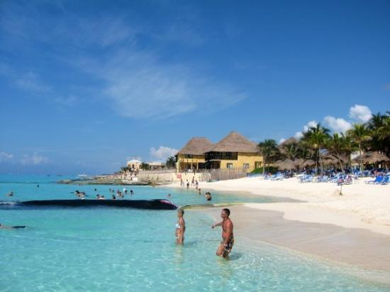 พลายาเดลคาร์เมน, เม็กซิโก: The beach area at our resort! Riu Palace Riviera Maya, Playa del Carmen, Mexico (Jun 08).