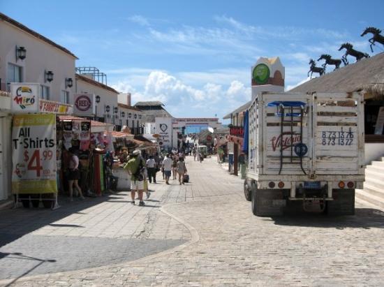 พลายาเดลคาร์เมน, เม็กซิโก: Playa del Carmen, Mexico (Jun 08).