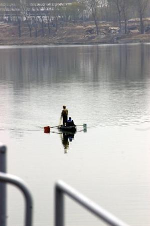 Pyongyang, เกาหลีเหนือ: setter ut garn i elva
