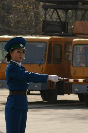 Pyongyang, เกาหลีเหนือ: Traffic ladies is just so much cooler than traffic lights!