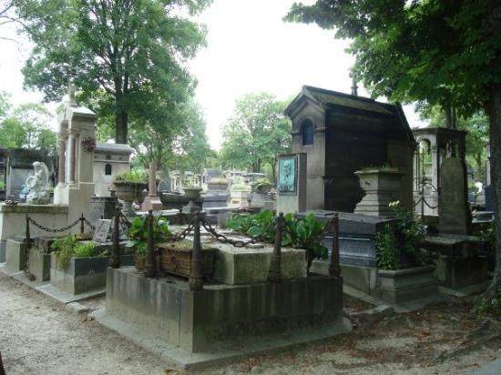 สุสาน Pere-Lachaise (Cimetiere du Pere-Lachaise): Le cimetière du Père Lachaise