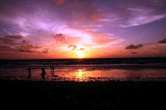 คูตา, อินโดนีเซีย: Senja di pantai Kuta..Bali