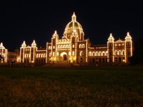 วิคตอเรีย, แคนาดา: Das Regierungsgebäude bei Nacht