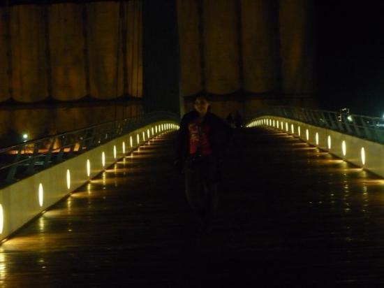 เปอร์โตมาเดโร: esto es en l puente Giratorio d Puerto Madero .