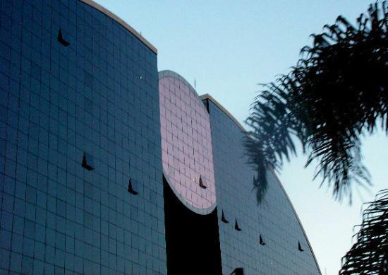 บราซิเลีย: Another shopping mall...very interesting architecture