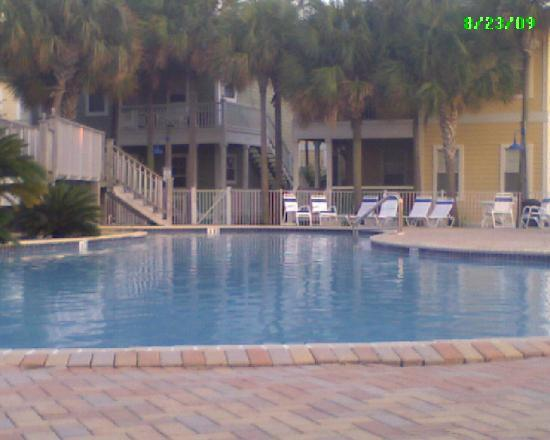Purple Parrot Village Resort: pool area