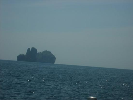 เกาะพีพีดอน, ไทย: Phi-Phi and Krabi. Wabbit Island?