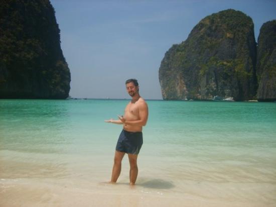 เกาะพีพีดอน, ไทย: Phi-Phi and Krabi. Slightly used beach in good condition for sale.