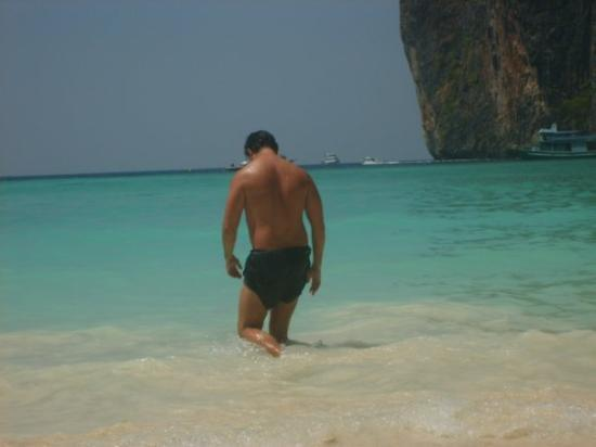 เกาะพีพีดอน, ไทย: Phi-Phi and Krabi. Strolling of into the purest of lagoons. Dicaprio would be proud.
