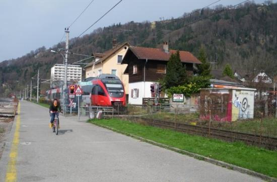 เบรเกนซ์, ออสเตรีย: El tren