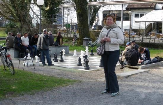 เบรเกนซ์, ออสเตรีย: Marihella pensaba aprendez a jugar ajedrez, pero no pudo con las piezas jejejej