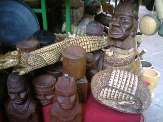 อาซุนซิอง, ปารากวัย: Las artesanias en un mercado de una plaza de Asunción (perdonen la inexactitud geografica...). E