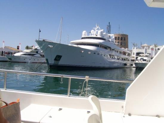 มาร์เบลลา, สเปน: King of Saudi's yacht!