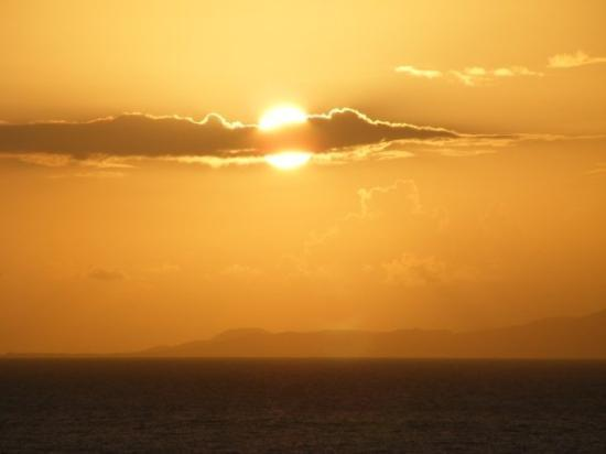 Yabucoa, เปอร์โตริโก: Sunrise view from our Hotel, Isla de Vieques in background