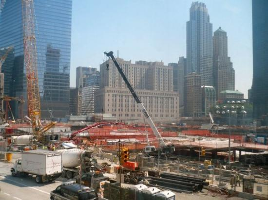 "อนุสรณ์ 9/11: ""Ground Zero"" - construction on the memorial park, museum and the new building, ""One World Trade"