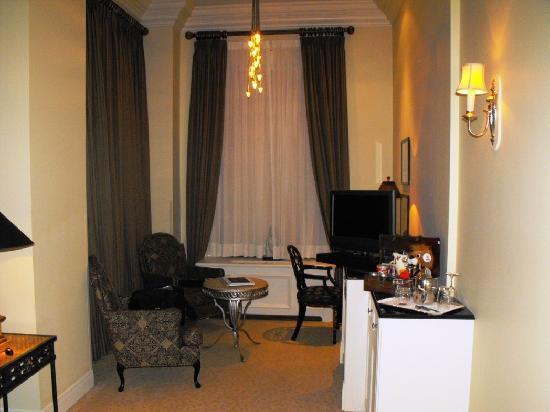 هوتل لو سان جيمس مونتريال: Room 505 - Sitting Area