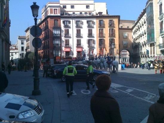 Plaza Mayor: Noisey gets outside hotel