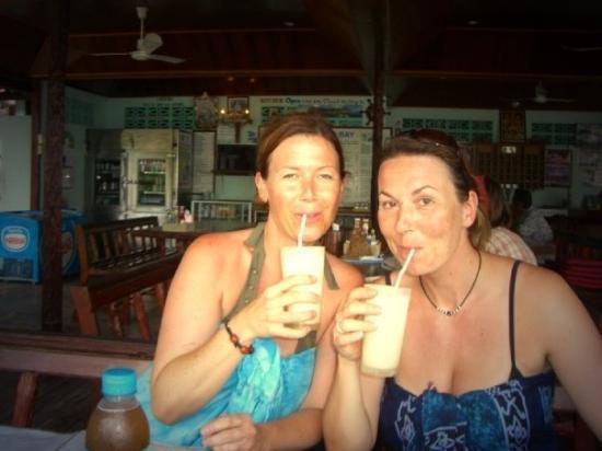 แบนส์ ไดวิ่ง รีสอร์ท: Ko Tao, Thailand - das war im Hotelchen hinter Bans Diving Resort - mit lecker Cocktails :-)