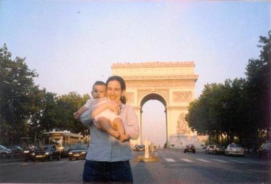 ประตูชัย: Lucia y su madre en el arco del triunfo