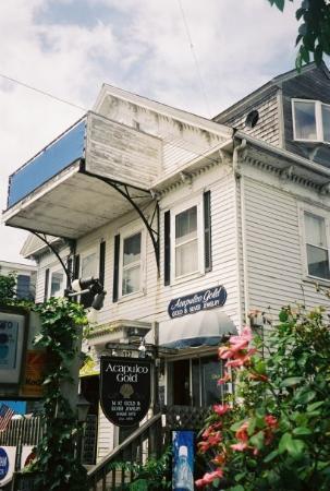 โพรวินซ์ทาวน์, แมสซาชูเซตส์: Unfortunately this building did not weather the years from 1997 to 2003 well.  See the 1997 shot