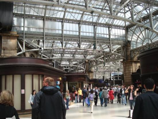 กลาสโกว์, UK: Inside the beautiful train station of Glasgow