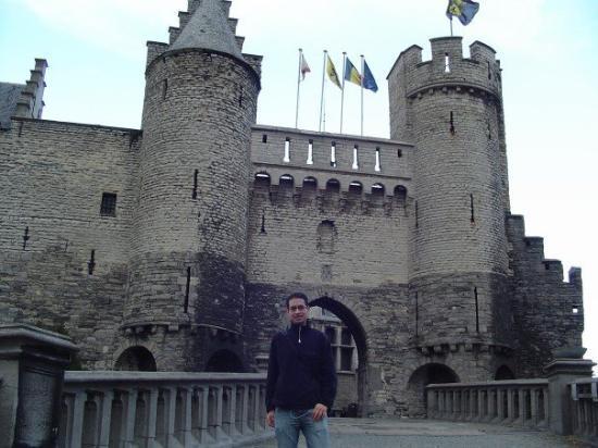 """อันท์เวิร์พ, เบลเยียม: The """"Stone Castle"""""""