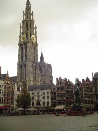 อันท์เวิร์พ, เบลเยียม: Cathedral of Our Lady from the Grote Markt