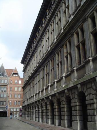 อันท์เวิร์พ, เบลเยียม: the back of the city hall