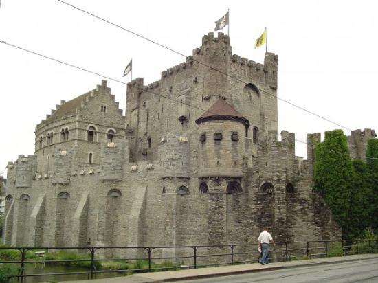 Ghent, เบลเยียม: The same castle from outside