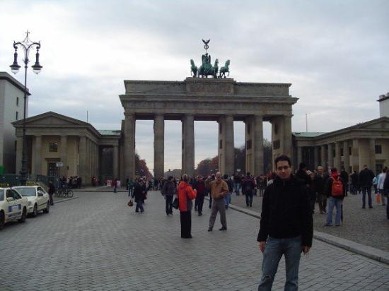 ประตูบรานเด็นเบิร์ก: Brandenburg Gate