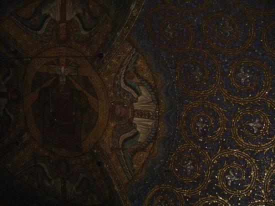 Aachen Cathedral (Dom): The ceiling of the most beautiful church outside of Italy, yet...