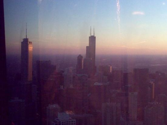 หอสังเกตุการณ์จอห์นแฮนค็อก: Sears tower on the right