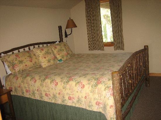 ‪‪Bigfork Mountain Lake Lodge‬: Bedroom in Ponderosa Suite‬