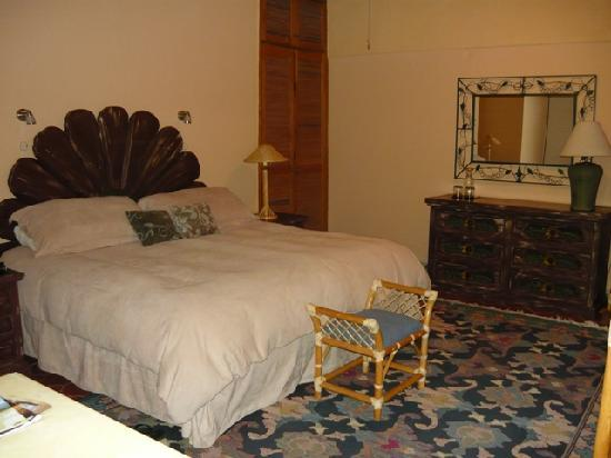 La Paloma Bed and Breakfast: Super Comfortable bed and a cozy room with a nice bathroom