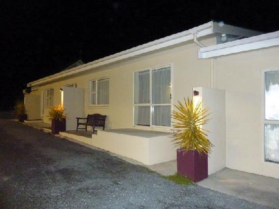 Willowbank Motel: Outside of room