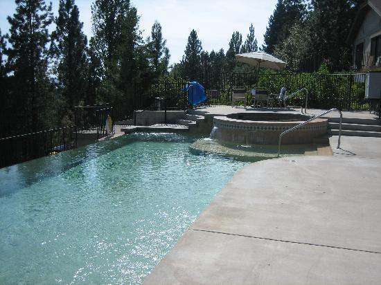 Bigfork Mountain Lake Lodge: hotel pool