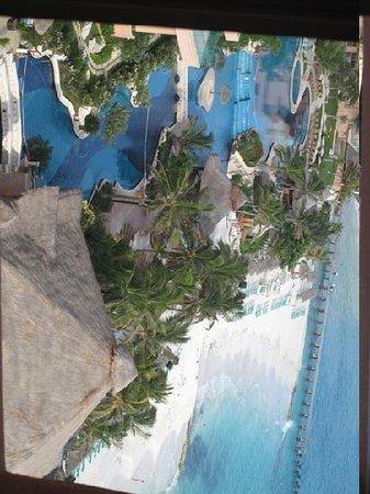 Grand Fiesta Americana Coral Beach Cancun: Yes, this is the bathroom view