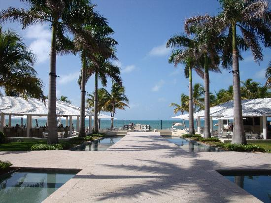 Casa Marina Key West, A Waldorf Astoria Resort: Looking at the beach from in between the pools
