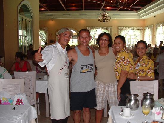 Majestic Colonial Punta Cana: Erbin, Carmen, and another waitress in the breakfast buffet