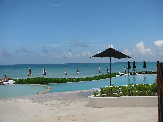 Rosewood Mayakoba: the pool and beach
