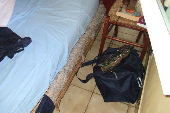 Le Tapoundari: Bed-base