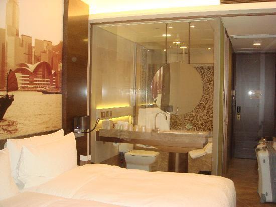 โรงแรมฮาร์เบอร์ แกรนด์ ฮ่องกง: room/bathroom