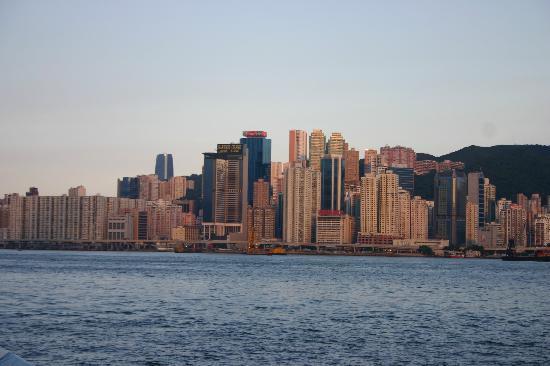 โรงแรมฮาร์เบอร์ แกรนด์ ฮ่องกง: view from avenue if stars